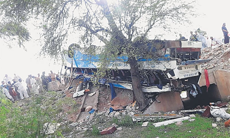 15 killed, 27 injured in Kohat bus-tanker collision