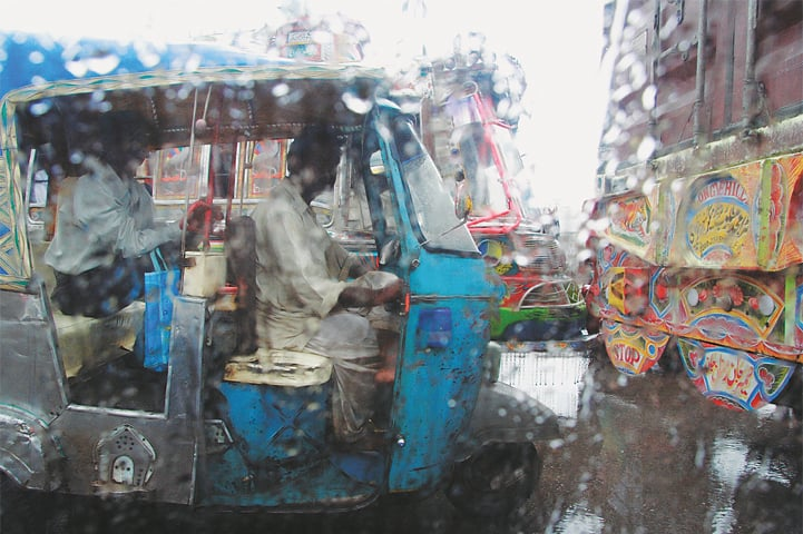 Driving in a downpour in Karachi | Kohi Marri