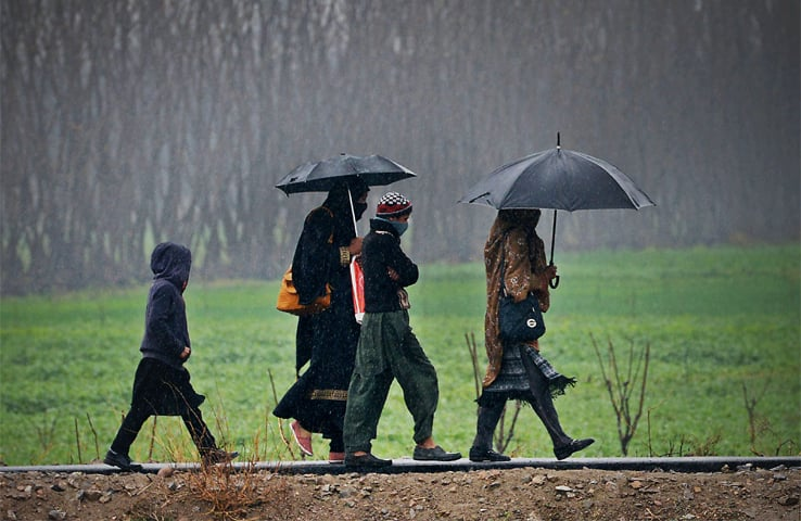 A family passes walks in Budai Area of Peshawar, Khyber Pakhtunkhwa | Abdul Majeed Goraya/White Star
