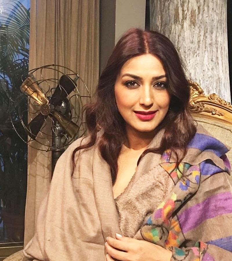 اداکارہ نے 50 سے زائد فلموں میں جوہر دکھائے—فوٹو: سونالی باندرے انسٹاگرام