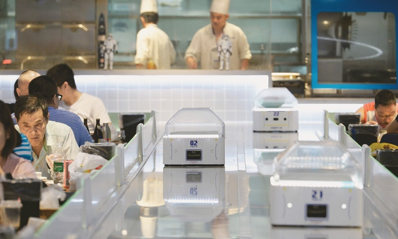 Chip labour: robots replace waiters in China restaurant