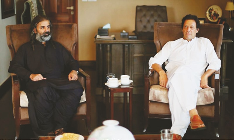 ISLAMABAD: Jamhoori Watan Party chief Shahzain Bugti meets Pakistan Tehreek-i-Insaf chairman Imran Khan at  Banigala on Tuesday.—White Star