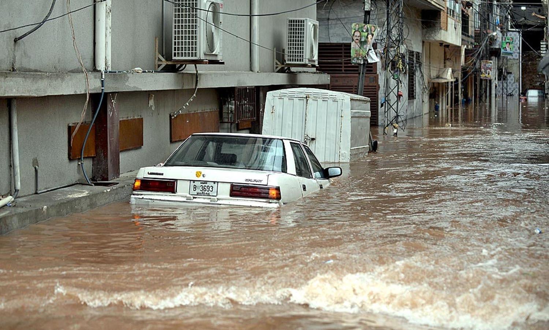 آزاد کشمیر میں بھی جل تھل ایک ہے جبکہ بارشوں کا یہ سلسلہ پورا ہفتہ جاری رہنے کی پیشگوئی بھی کی گئی ہے — اے پی پی فوٹو