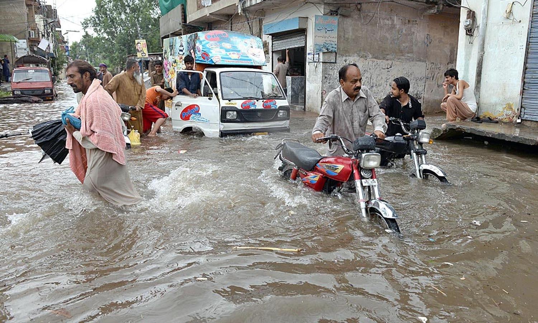 راولپنڈی میں اس حوالے سے ہنگامی حالت نافذ کردی گئی ہے — اے پی پی فوٹو