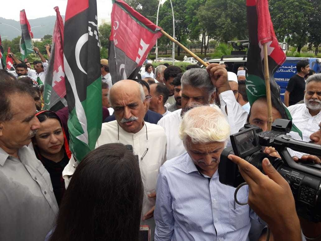 Khursheed Shah and Farhatullah Babar arrive at the protest outside ECP. — Photo courtesy author