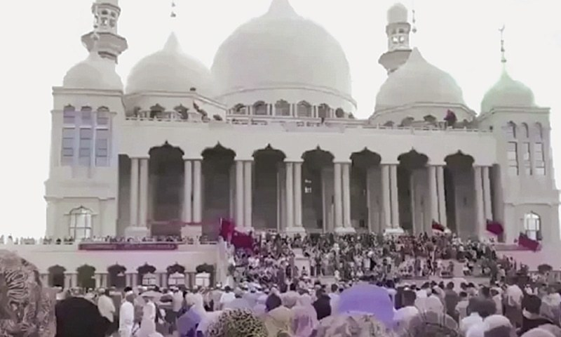 China delays mosque demolition after protest