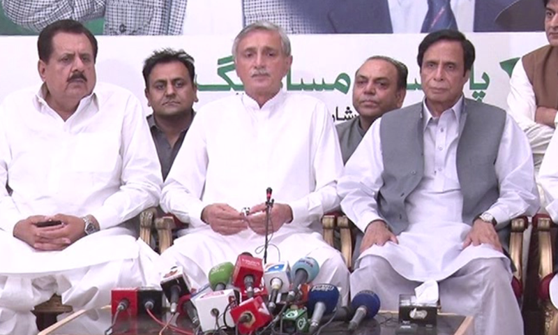 PTI's Jehangir Tareen and PML-Q's Chaudhry Pervez Ilahi address a press conference in Lahore. — DawnNewsTV