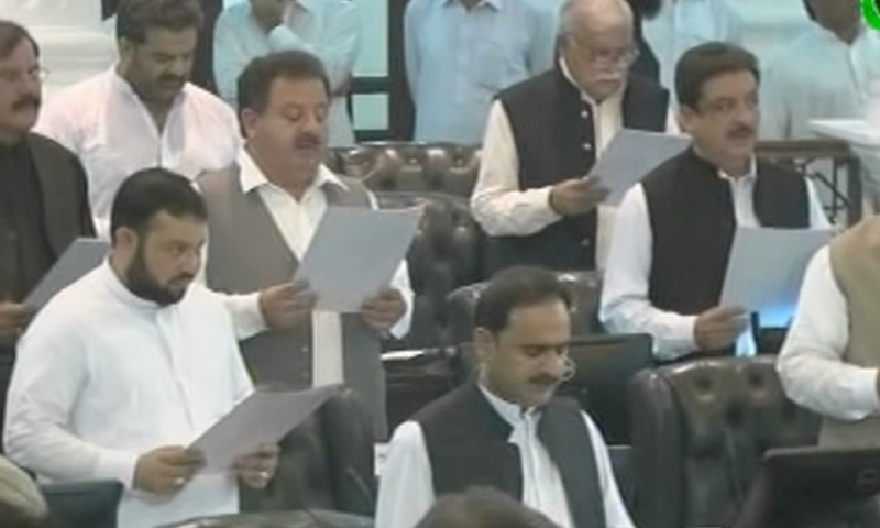 Members of KP Assembly take oath. — DawnNewsTV