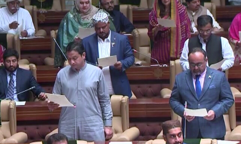 Sindh Assembly members take oath. — DawnNewsTV