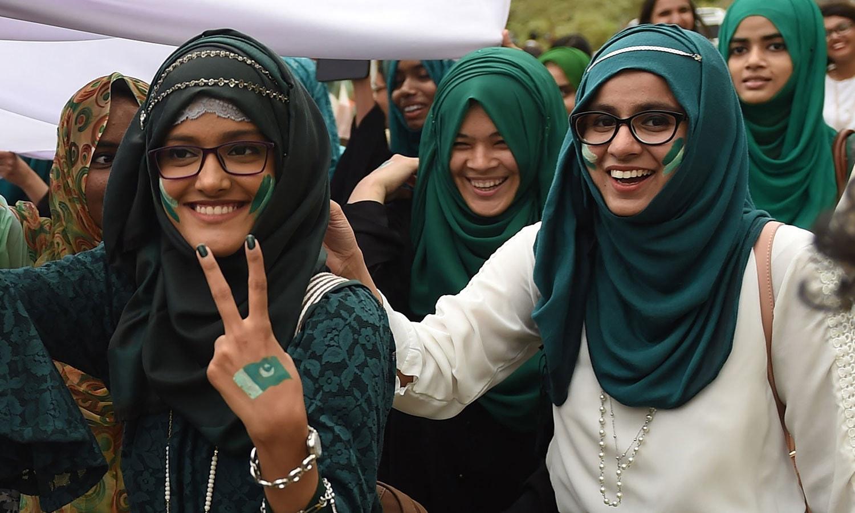 پاکستان کو یہ اعزاز بھی حاصل ہے کہ اسے نوجوانوں کا ملک کہا جاتا ہے—فوٹو: اے ایف پی