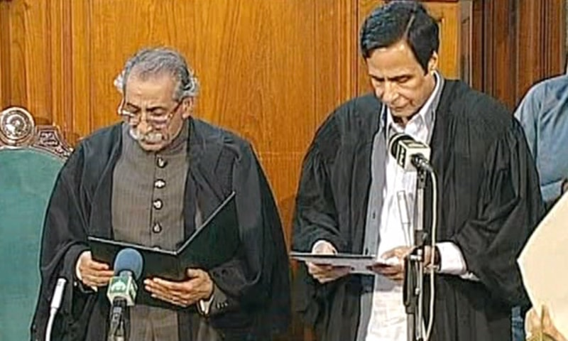 PML-Q leader Chaudhry Pervez Elahi swears oath as Punjab Assembly speaker. — DawnNewsTV