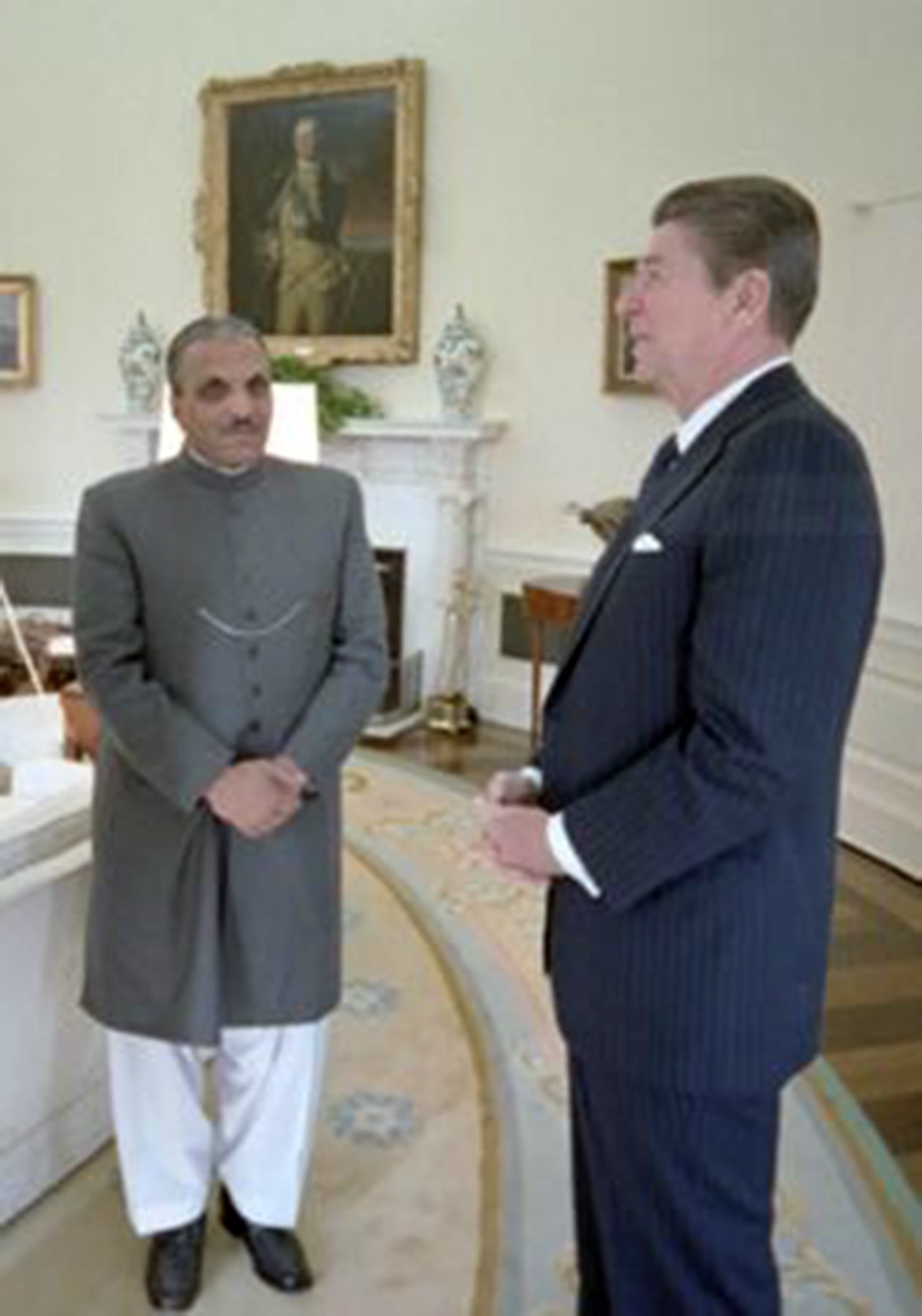 Gen Zia with President Reagan.