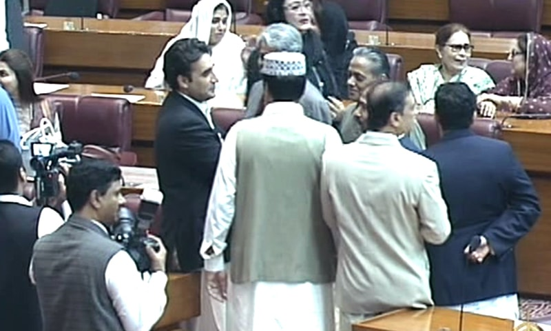 Bilawal Bhutto Zardari converses with other lawmakers ahead of the vote. ─ DawnNewsTV