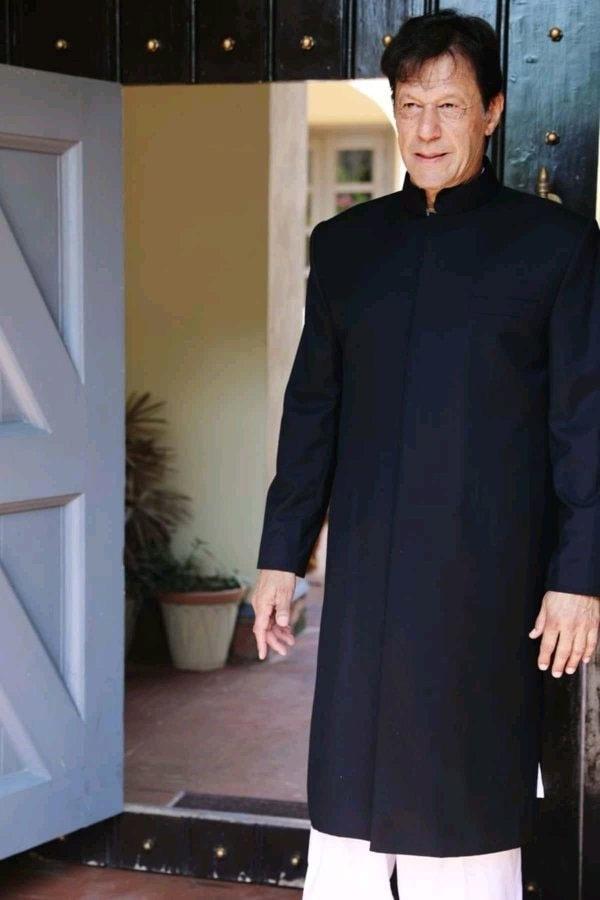عمران خان کی شیروانی توجہ کا مرکز بنی رہی—فوٹو: بشکریہ ٹوئٹر