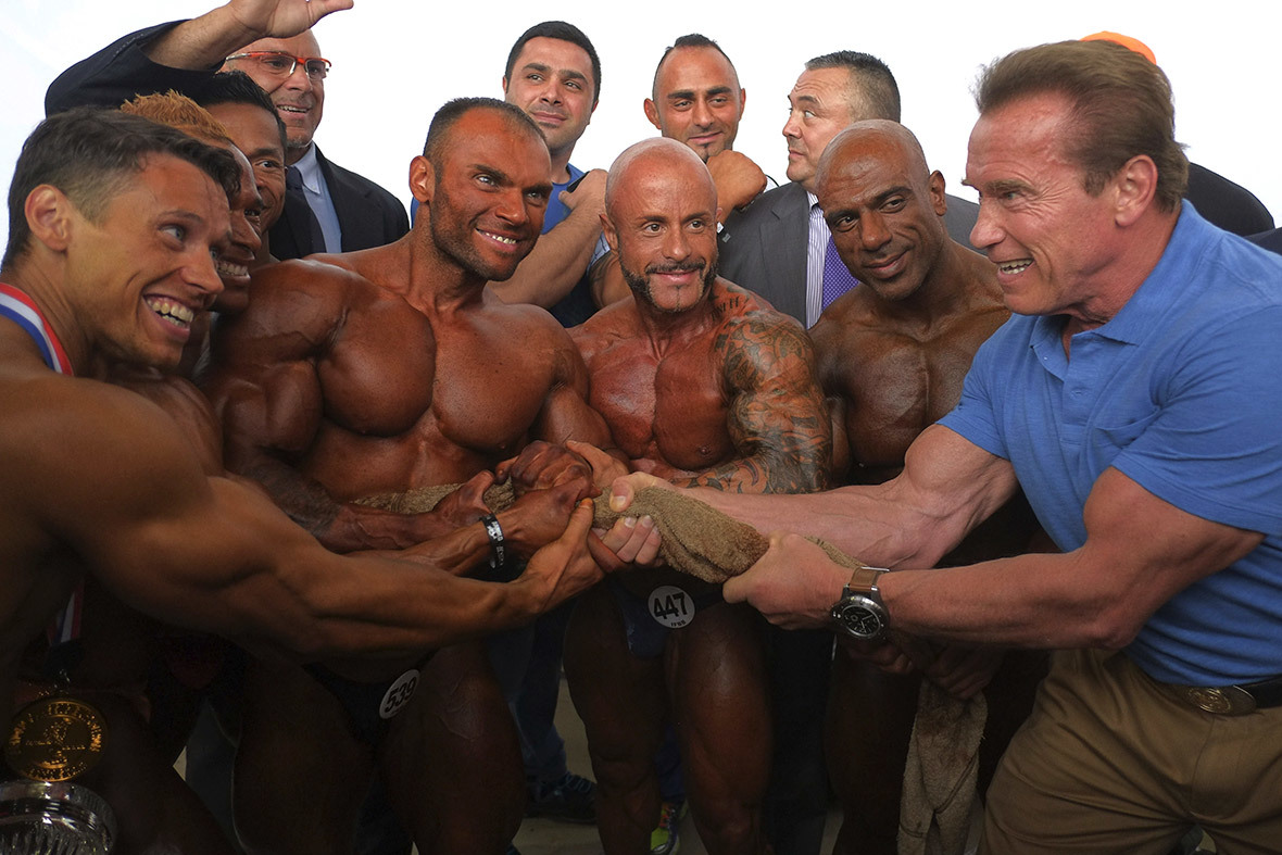 Arnold Schwarzenegger poses with contestants during the Arnold Classic Europe bodybuilding competition in Madrid. ─ AFP