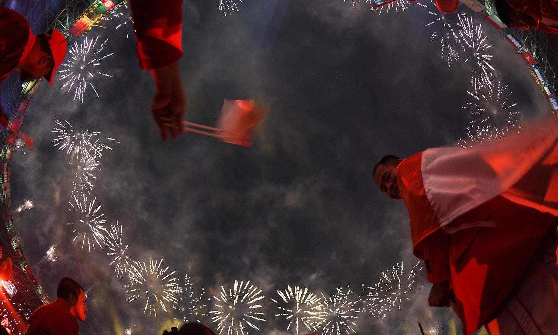 انڈونیشیا کے دارالحکومت جکارتا میں ایشن گیمز 2018 کی افتتاحی تقریب گیلورا بونگ کارنو اسٹیڈیم میں ہوئی—فوٹو: اے ایف پی