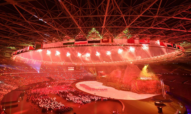 ایشین گیمز کی افتتاحی تقریب میں آتش بازی کا شاندار مظاہرہ کیا گیا—فوٹو: اے ایف پی