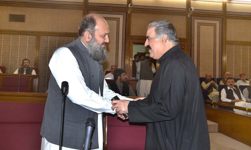 QUETTA: Balochistan's newly-elected Chief Minister Jam Kamal Khan Alyani shakes hands with former CM Nawab Sanaullah Zehri on Saturday.—APP