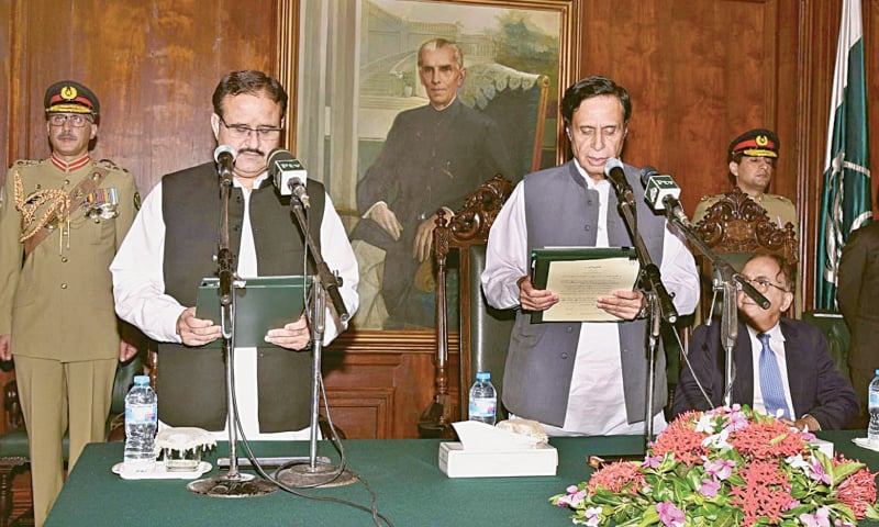 Acting Governor Chaudhry Pervaiz Elahi administers the oath to newly-elected Punjab Chief Minister Usman Buzdar at Governor House on August 20.—APP