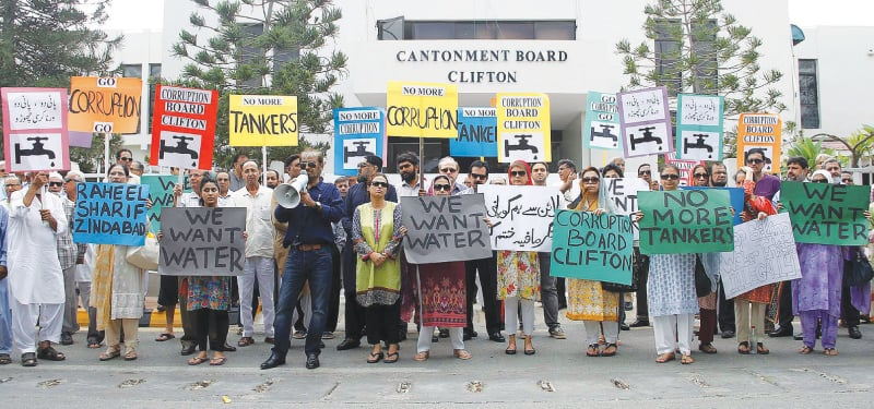 Citizens from the upscale locality of Clifton protest the absence of potable water and the monopoly of the 'tanker mafia' | Shutterstock