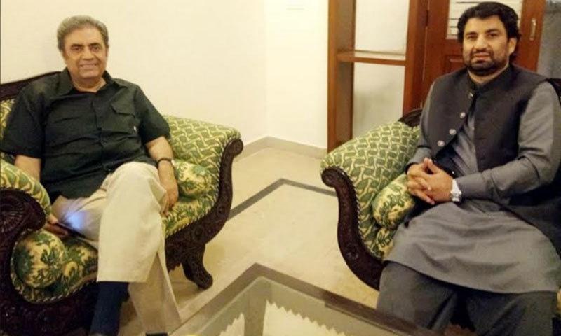 قومی اسمبلی کے ڈپٹی اسپیکر اور امیر محمد خان جوگیزئی کے درمیان ملاقات کا ایک منظر — فوٹو: عامر وسیم