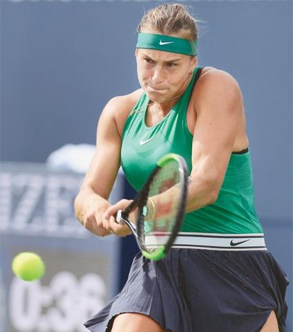ARYNA Sabalenka of Belarus returns a shot against Spain's Carla Suarez Navarro during the Connecticut Open final.—AP