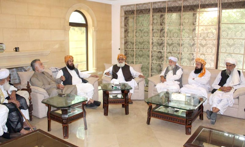 ISLAMABAD: Jamiat Ulema-i-Islam-Fazl chief Maulana Fazlur Rehman presides over a meeting of the Muttahida Majlis-i-Amal  on Sunday.—Online