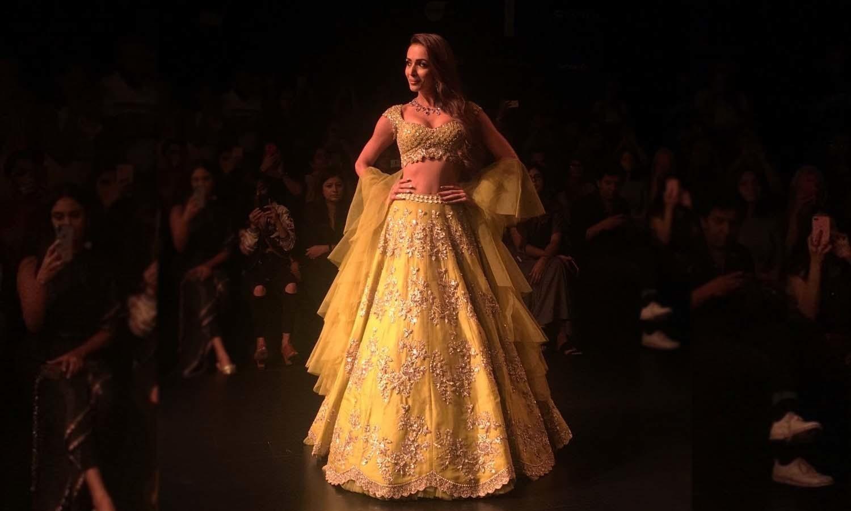 اداکارہ ملائیکا اروڑا نے زرد رنگ کا لہنگا زیب تن کیا —فوٹو/ ٹوئٹر