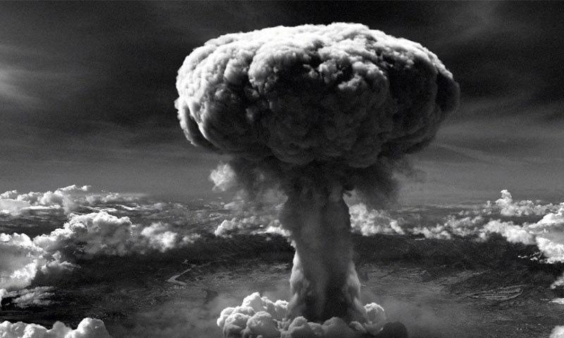 پہلی بار 6 اگست 1945 کو جاپانی شہر ہیروشیما پر امریکا نے ایٹم بم گرایا—فوٹو: ہسٹری ڈاٹ نیٹ
