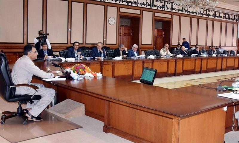 وزیر خزانہ اسد عمر اقتصادی رابطہ کونسل کے پہلے اجلاس کی سربراہی کررہے ہیں—فوٹو: گورمنٹ آف پاکستان فیس بک