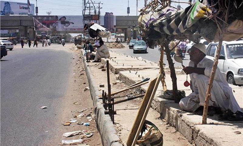سڑکوں پر درخت نہ ہونے کی وجہ سے گرمی میں مسلسل اضافہ ہورہا ہے