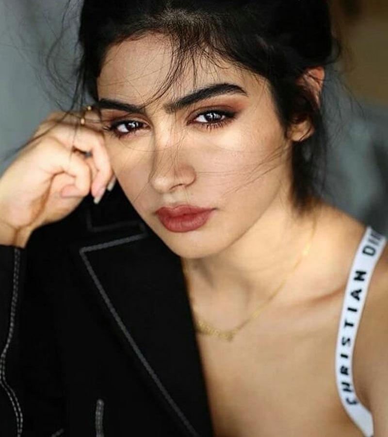 خوشی کپور کی بڑی بہن جھانوی کپور نے بھی رواں برس اداکاری کی شروعات کی ہے—فوٹو: جھانوی کپور انسٹاگرام