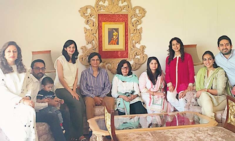 اداکارہ 2016 میں بھی ایک شادی میں شرکت کے لیے کراچی آئیں —فوٹو/ اسکرین شاٹ/یوٹیوب