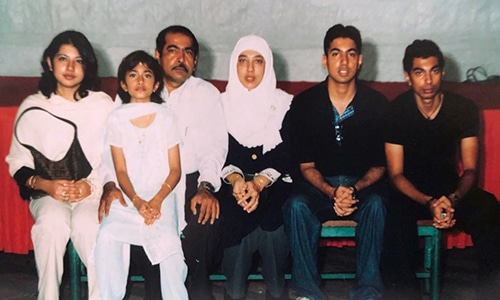 A pair of second-generation Singaporean-Pakistanis (in the middle) with their four children. This photograph was taken in the 1990s.—Photo courtesy Nasyirah Parveen