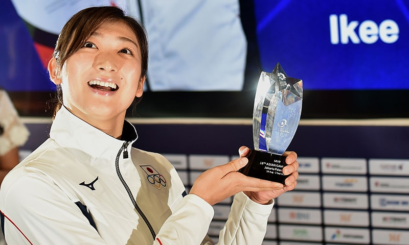 جاپان کی تیراک ریکاکو ایکی جنہوں نے بہترین ایتھلیٹ کا اعزاز جیتا - فوٹو: اے ایف پی