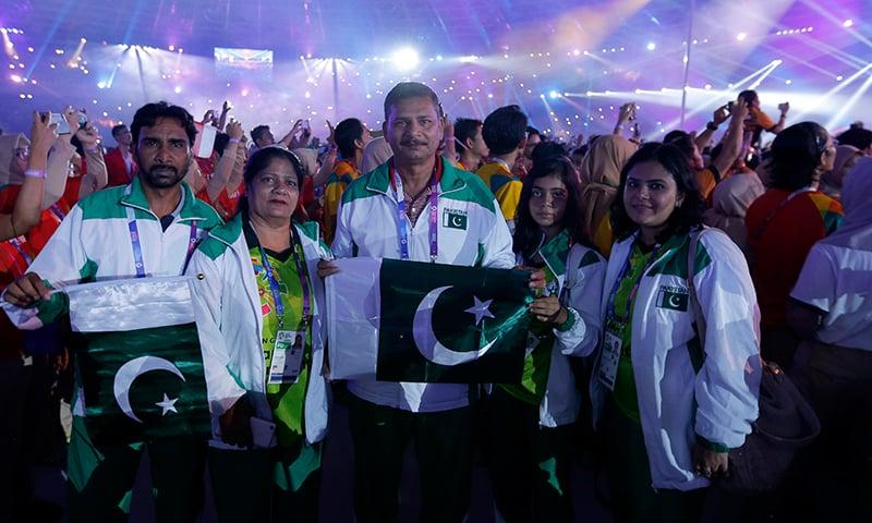 ایشین گیمز 2018 کی اختتامی تقریب میں شریک پاکستانی دستہ - فوٹو: اے پی
