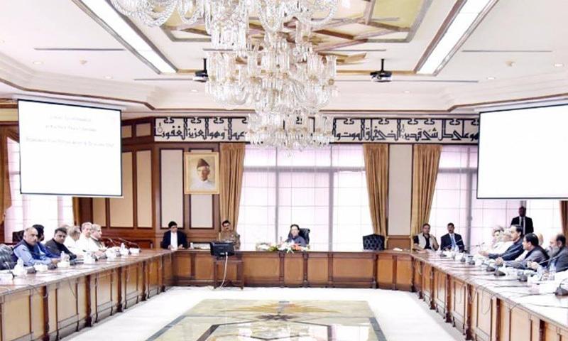 وزیراعظم عمران خان نے وزیراعظم ہاؤس میں بلدیاتی حکومتوں کے نظام کے حوالے سے اجلاس کی صدارت کی—فوٹو: گورمنٹ آف پاکستان فیس بک پیچ