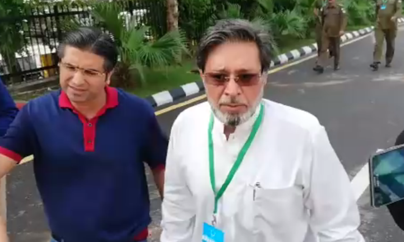 Khawar Fareed Maneka arrives at the Supreme Court on Monday. — DawnNewsTV
