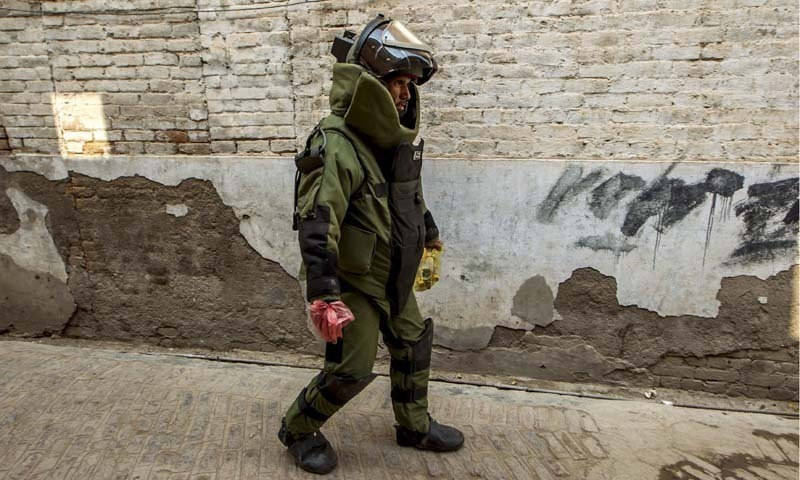 Man throws explosive device by US embassy in Cairo