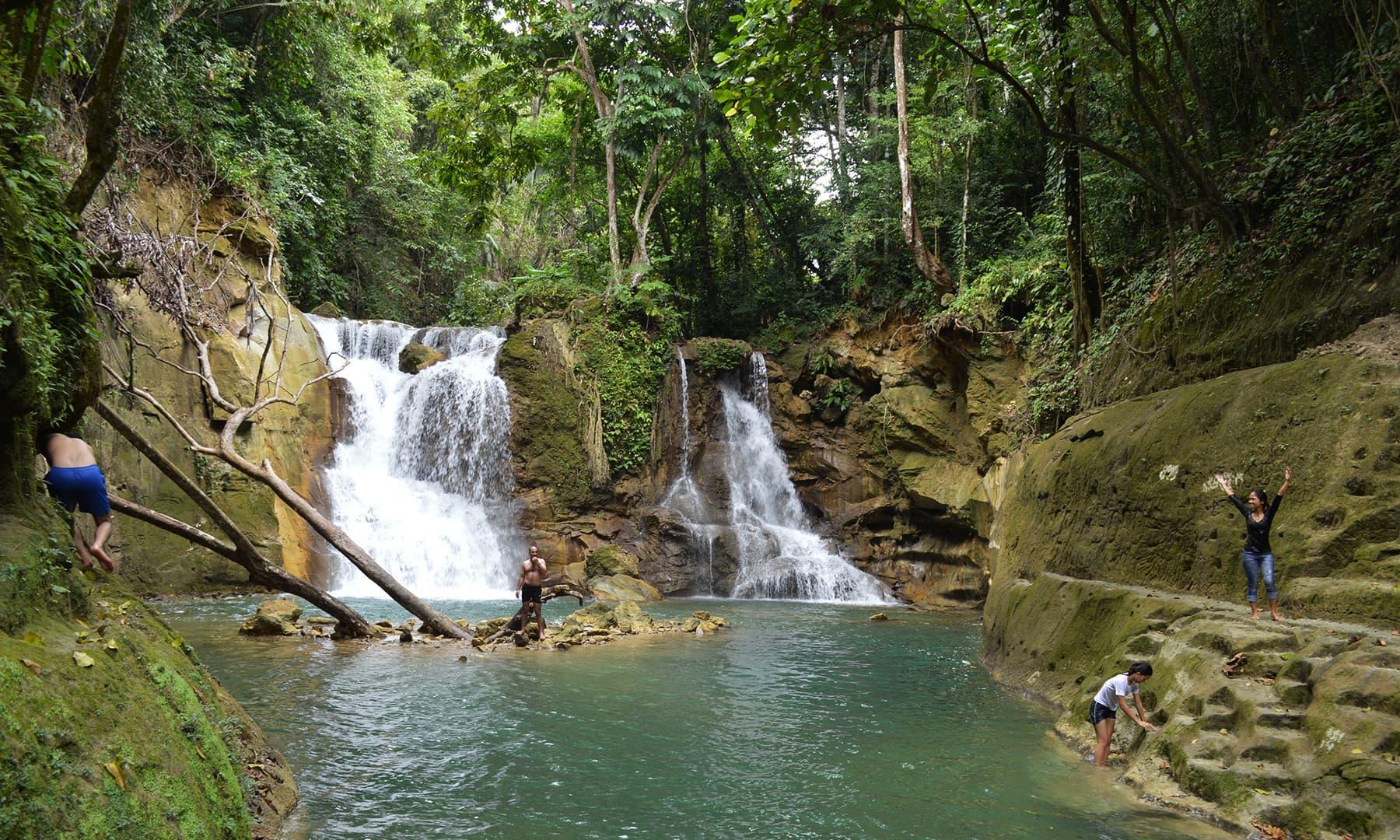 مگ آسو واٹر فالز (آبشار)—تصویر عظمت اکبر