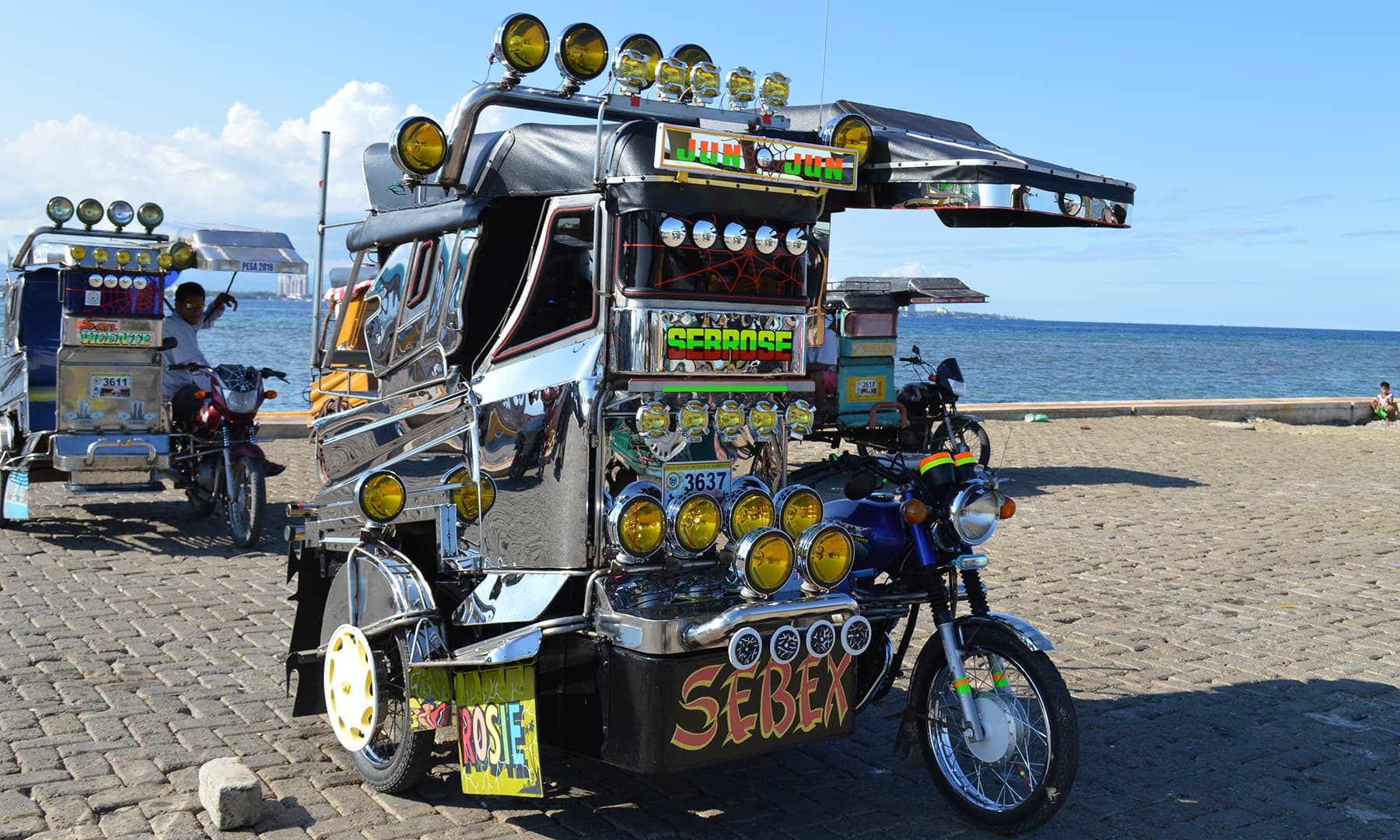 فلپائن کا ایک لوکل رکشہ—تصویر عظمت اکبر