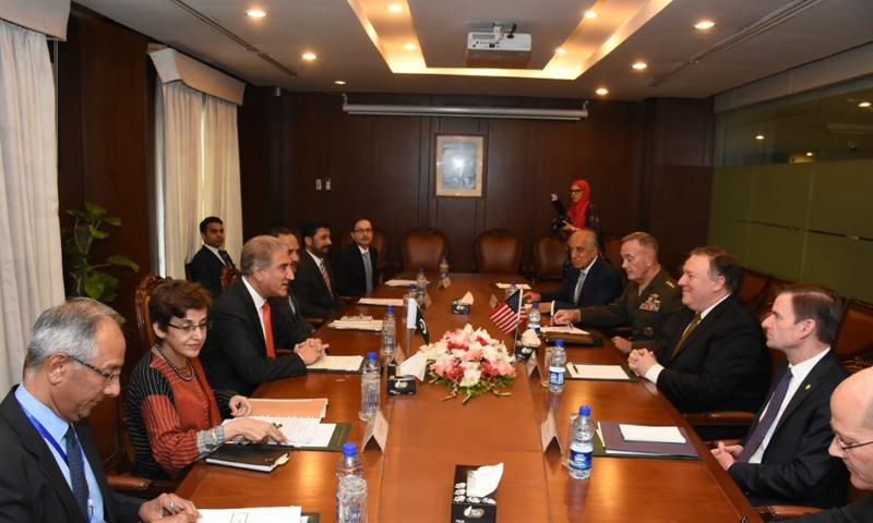 دفترِ خارجہ میں پاکستانی اور امریکی وفود ملاقات کر رہے ہیں— فوٹو، ڈان نیوز