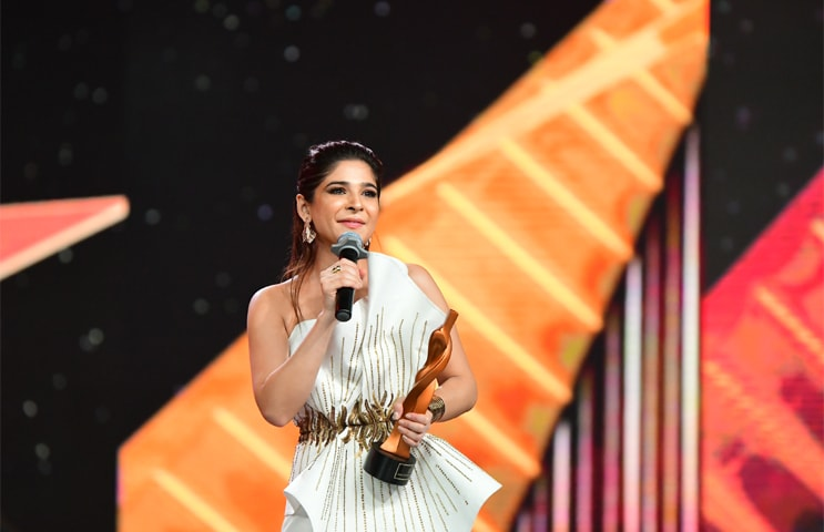 Ayesha Omar with the award for Most Stylish TV Host