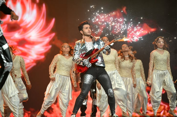 Feroze Khan channeled his inner Shahid Kapoor in a solo performance