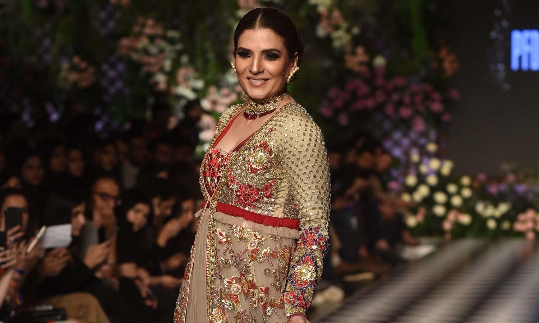اداکارہ ریشم بھی ریمپ پر جلوہ گر ہوئیں —فوٹو/ اے ایف پی