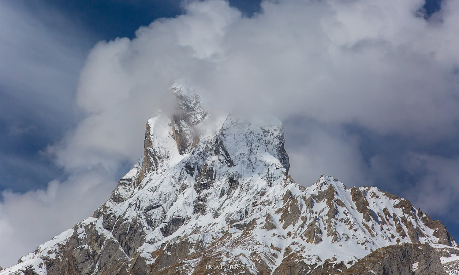 The jagged peak of Bakhordas (5,809m).