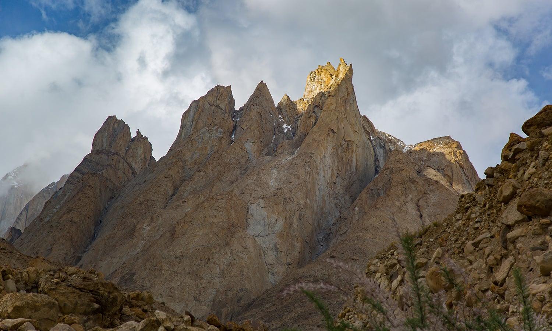 Payu Peak (6,610m).