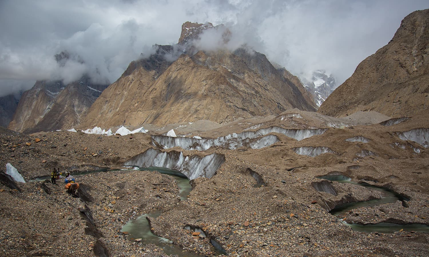 The labyrinth of crevasses on Baltoro.