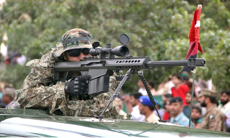 یوم دفاع کے موقع پر تقریب میں نشانہ بازی کا ایک منظر — فوٹو : آن لائن