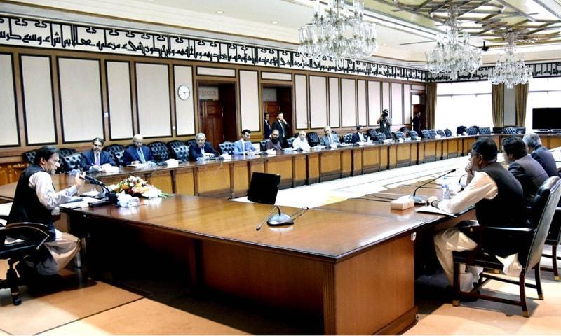 اقتصادی مشاورتی کونسل کا پہلا اجلاس وزیراعظم عمران خان کی سربراہی میں وزیراعظم سیکریٹریٹ میں منعقد ہوا — فوٹو: گورنمنٹ آف پاکستان فیس بک پیج